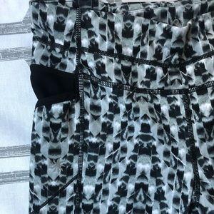 Athleta Pants - [ATHLETA] 3/4 Length Printed Yoga Pants